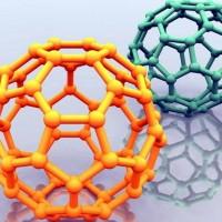 Fullereno; átomos de carbono dispuestos en pentágonos y hexágonos